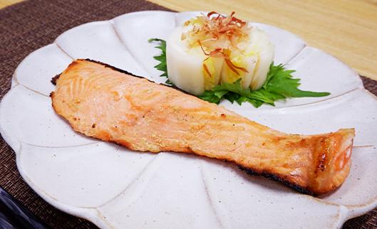 鮭のぬか漬焼き(白菜のぬか漬添え)